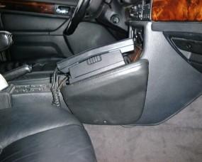 BMW 7er (E32) Baujahr 1992 bis 05/1994 KFZ Halterung Konsole