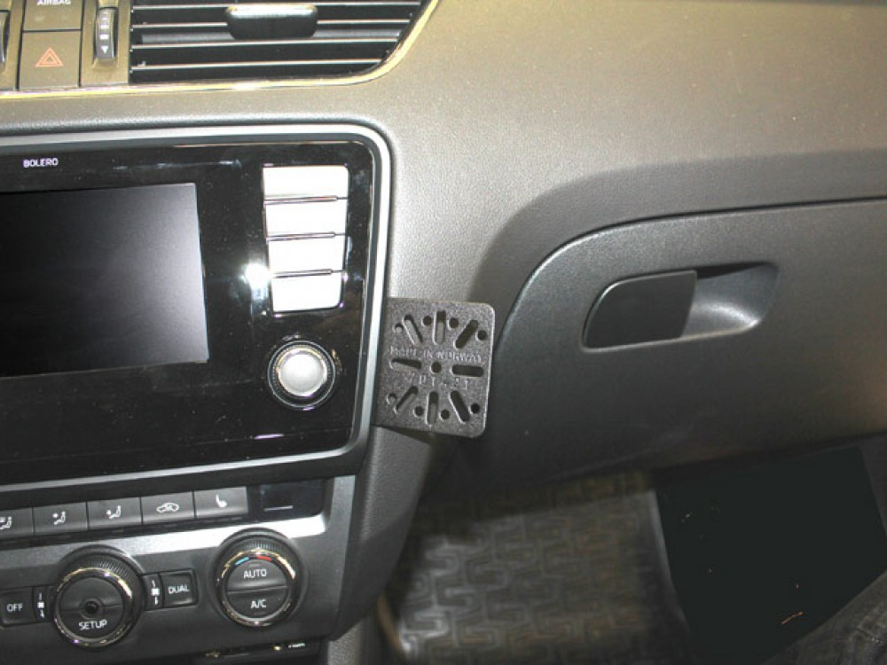 skoda octavia dashmount baujahr ab 02 2013 kfz navi handy. Black Bedroom Furniture Sets. Home Design Ideas