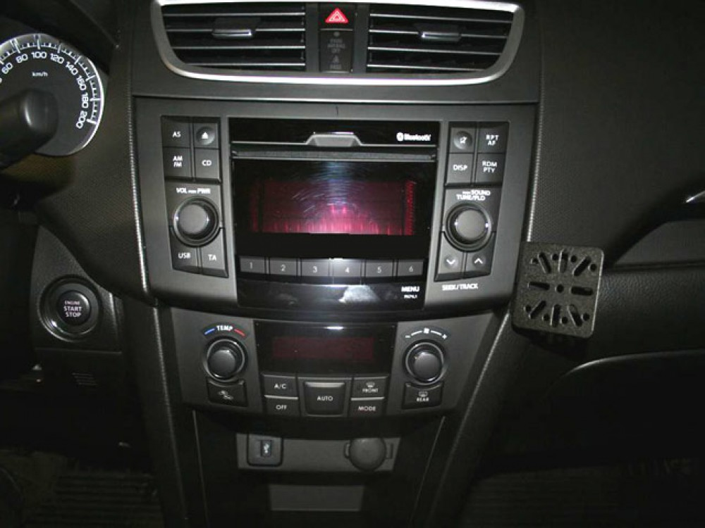 suzuki swift dashmount baujahr ab 2011 kfz navi handy. Black Bedroom Furniture Sets. Home Design Ideas