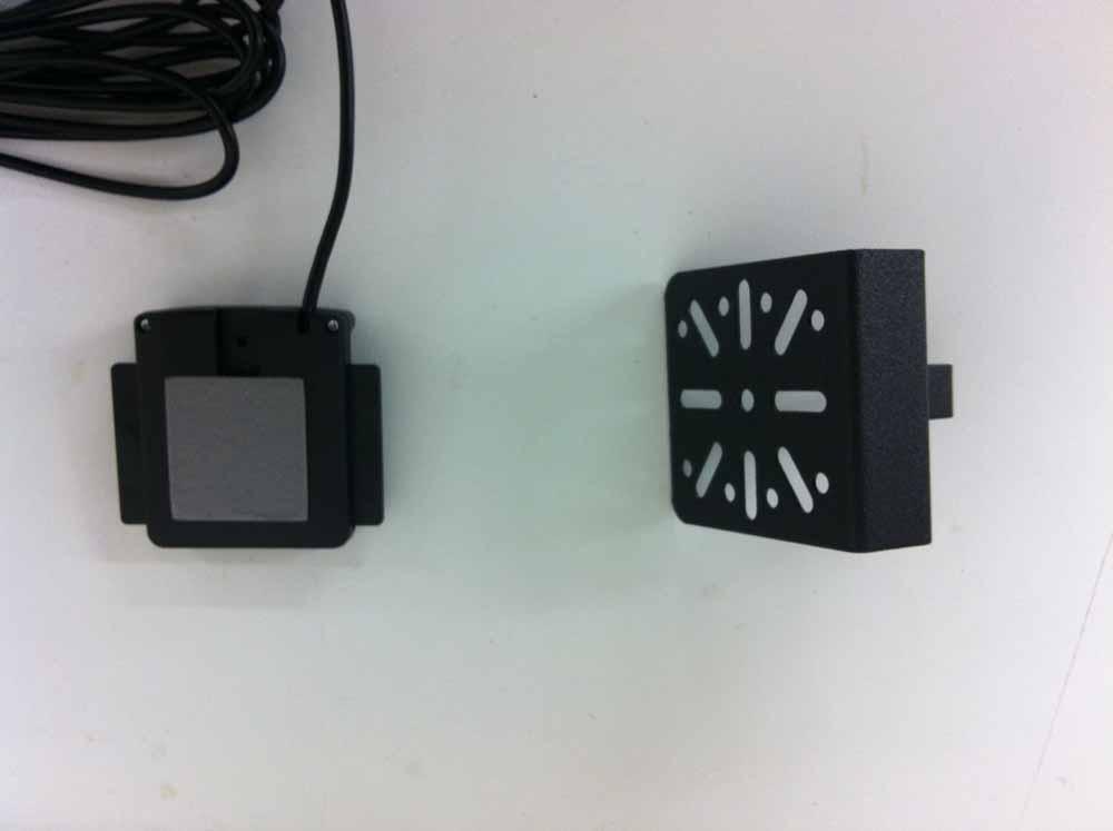 Bury Sockel für Display auf DashMount montieren