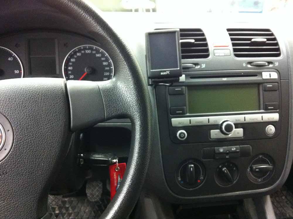 Bury CC9068 Einbau in VW Golf V